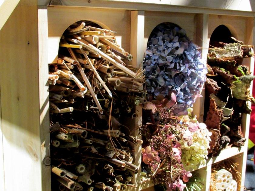 Mass. Master Gardeners Assoc: bee house