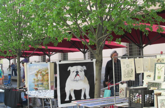 bulldog art, between Central Park and Metropolitan Museum of Art