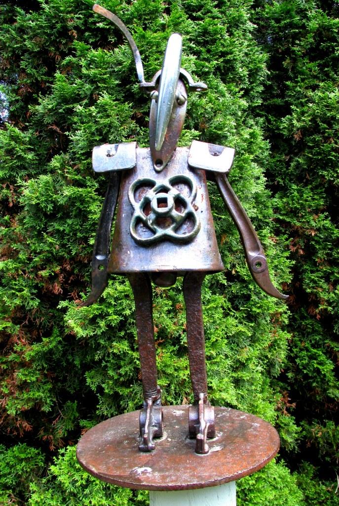 """""""Mod Girl"""" sculpture"""
