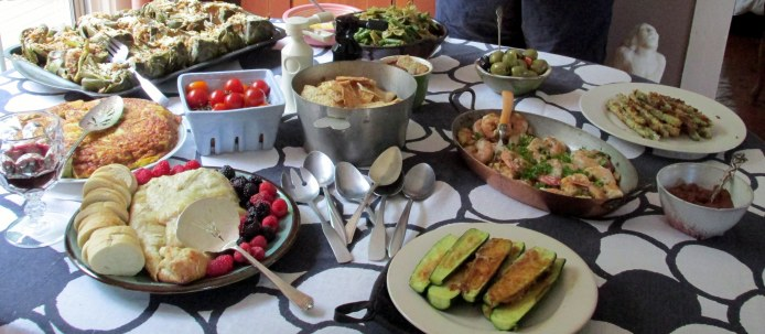 foodontablestatueatAnniesLittlePlatesDinner25July2015