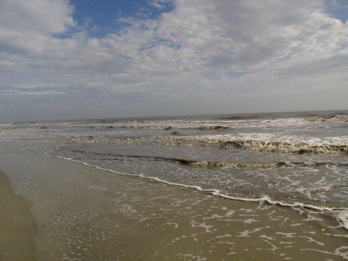 beachwavescloudsskymidbeachJekyll29Dec2015