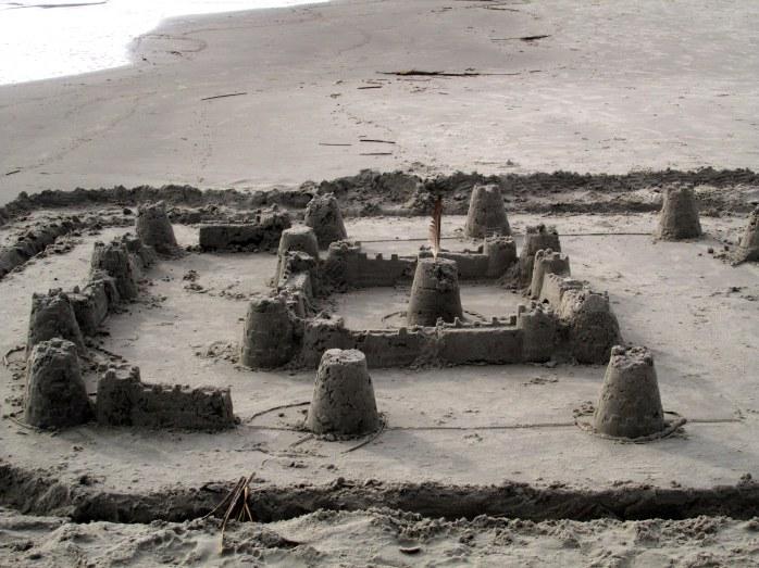 fortresssandcastlesmidbeachJekyll29Dec2015
