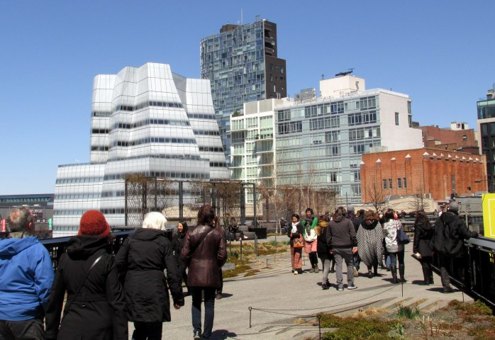 architecturebuildingswalkwaypeopleHighLineNYC10April2016