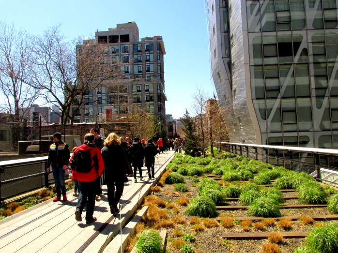 grasseswalkwaybuildingsarchitectureHighLineNYC10April2016