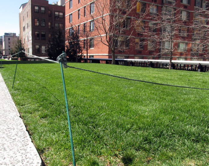 ropedofflawnbrickbuildingHighLineNYC10April2016