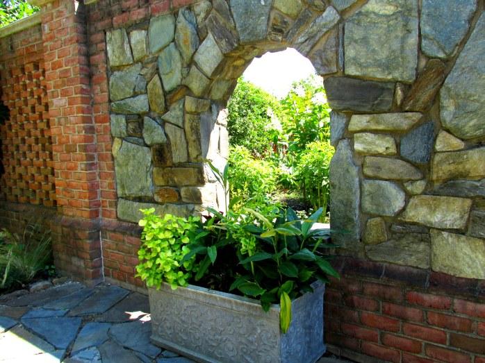 planterbrickstonewallslightbestGinterRichmond17July2016