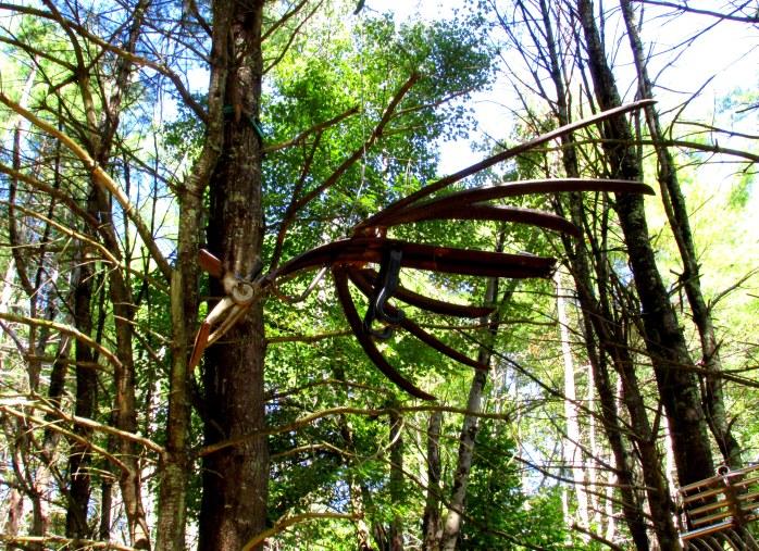 birdsculpturedarkwoodsbedrockgarden17sept2016