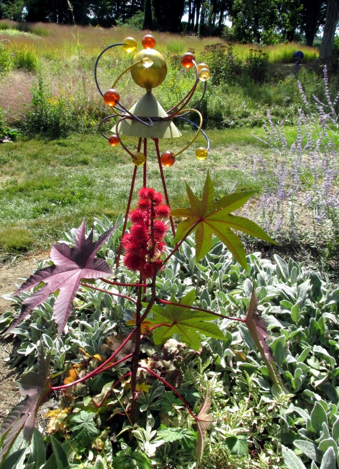 sculpturecastorbeanredflowerswhimsygarishgardenbedrockgardens17sept2016