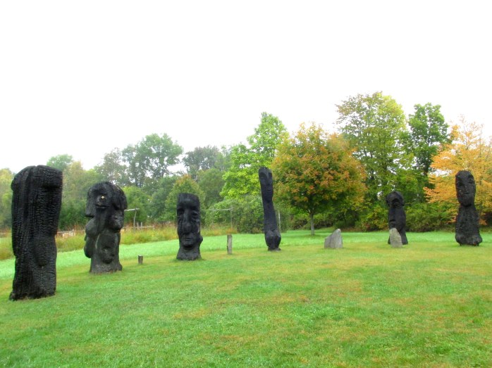 semicirclestatuesfallcolourcommunitypathoflifewindsorvt7oct2016