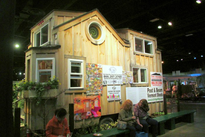 backJamaicaCottagetinyhouseBostonFlowerShow24March2017