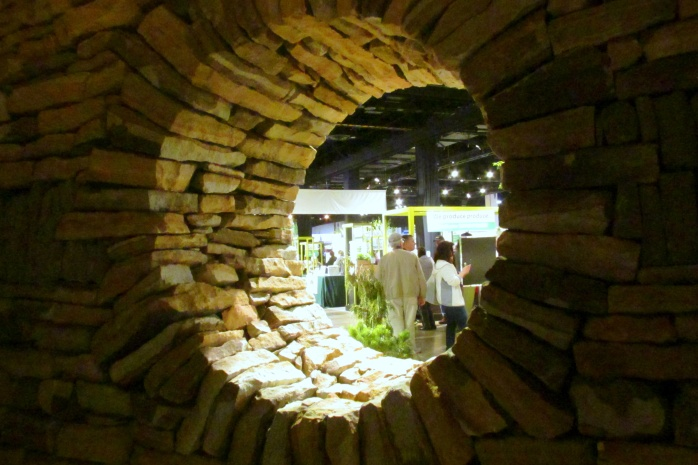 lookingoutroundwindowstonehouseMaineStoneworkBostonFlowerShow24March2017