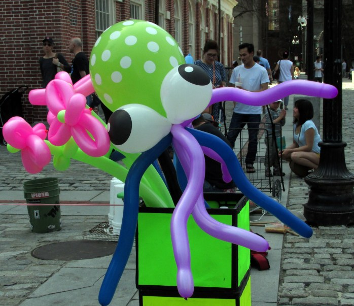 octopusballoonQuincyMarketBoston11April2017