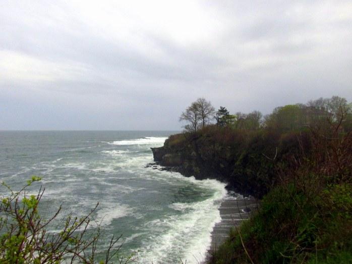 oceancliffCliffWalkNewportRI6May2017