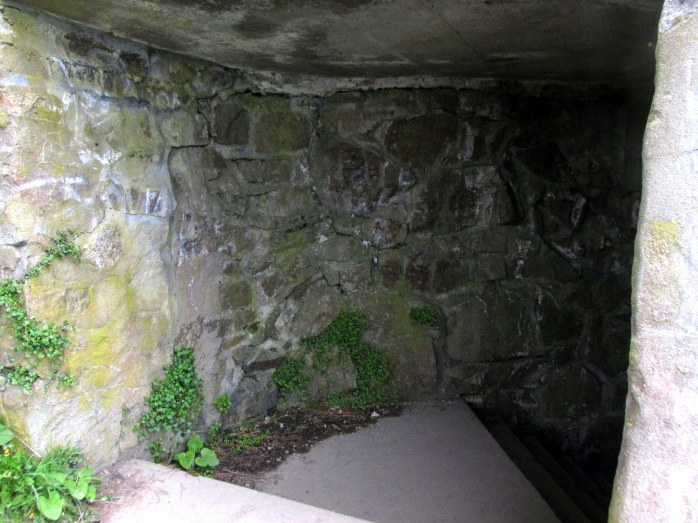 stairsintorocktunnelCliffWalkNewportRI9May2017