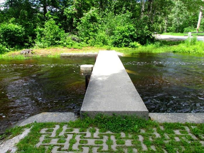 outflowwaterhighgrasspatternbridgeKezarLakeSuttonNH21June2017