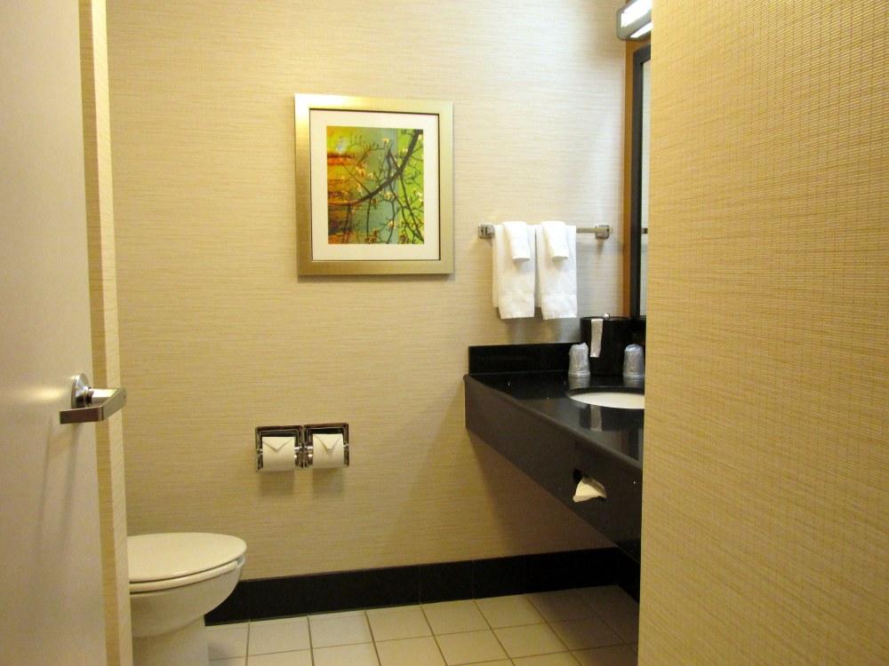 bathroomFairfieldInnhotelKennettSquarePA12Oct2017