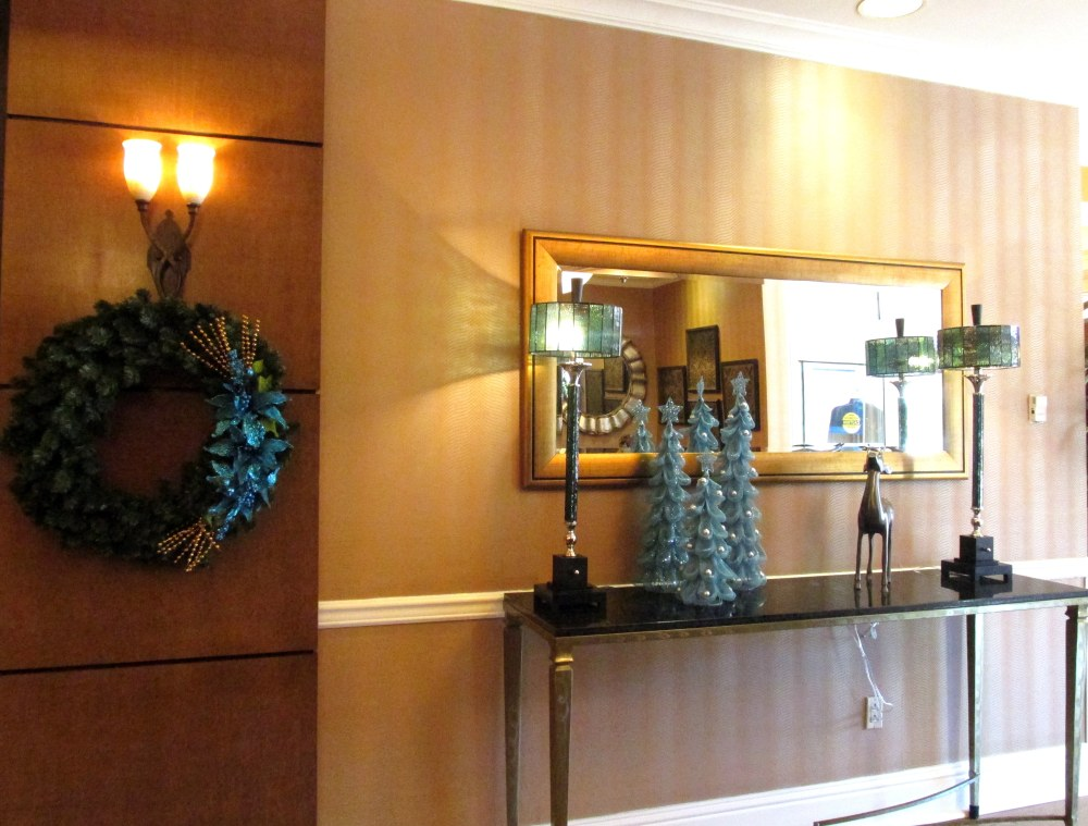 blueXmasdecorhotellobbyHIXSavannah19Dec2015