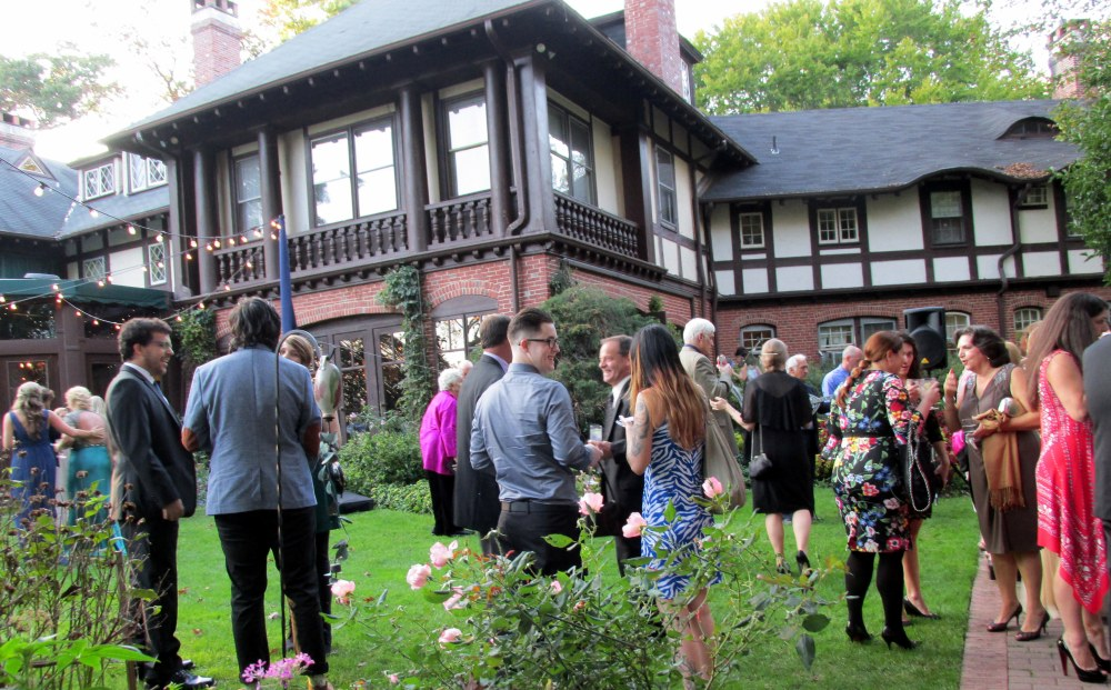 crowdhouseoutsideweddingGramercyMansion14Oct2017