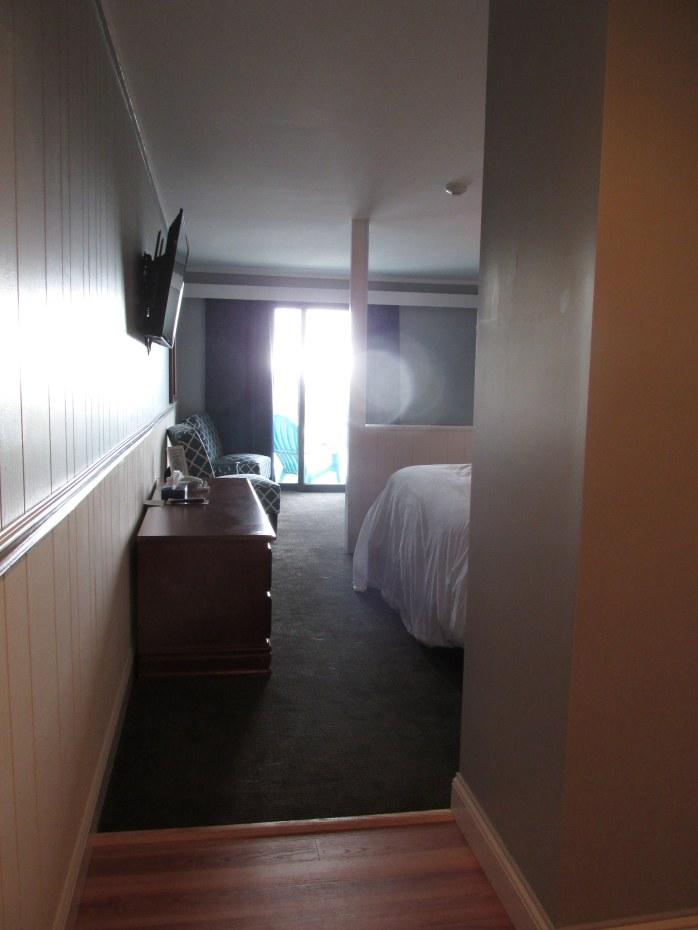 enteringhotelroomTradewindsInnRockland21Aug2016