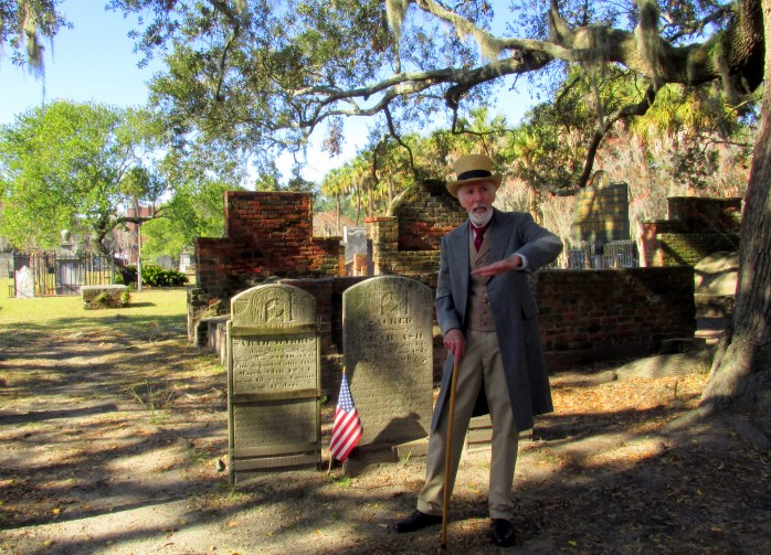 guidemotioningColonialParkCemeterySavannahGA17Dec2016