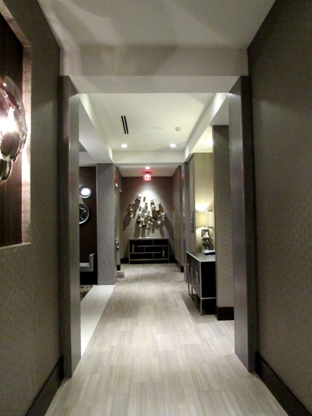 HamptonInn&SuitesHotelhallwayPortsmouthNH28Nov2014