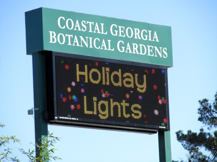HolidayLightsonsignCGBGSavannah19Dec2015