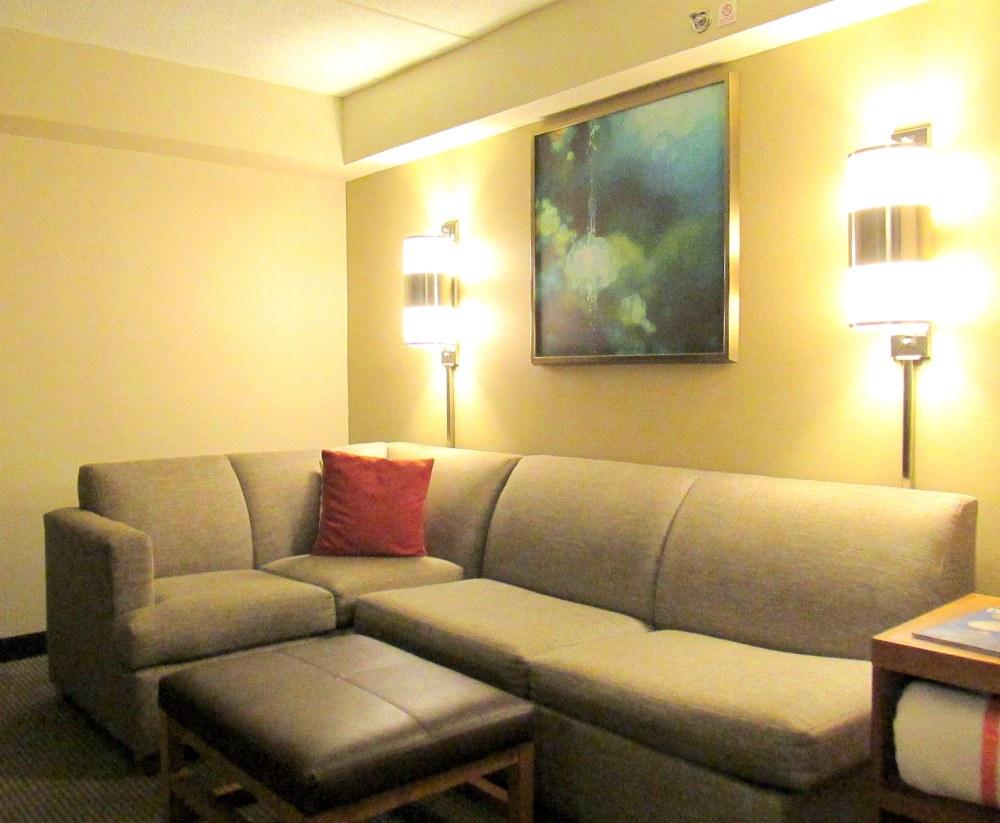 livingroomHyattPlacehotelOwingsMillsMD13Oct2017