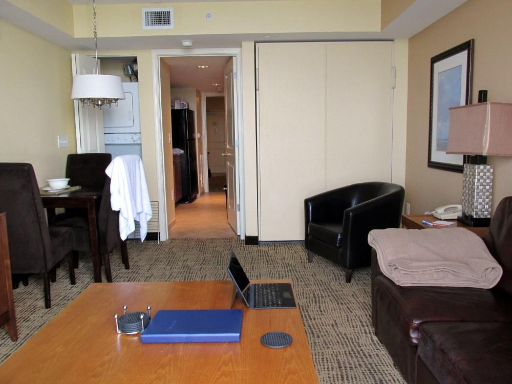 livingroomintokitchenWyndhamToweronGrovehotelNMB21June2014
