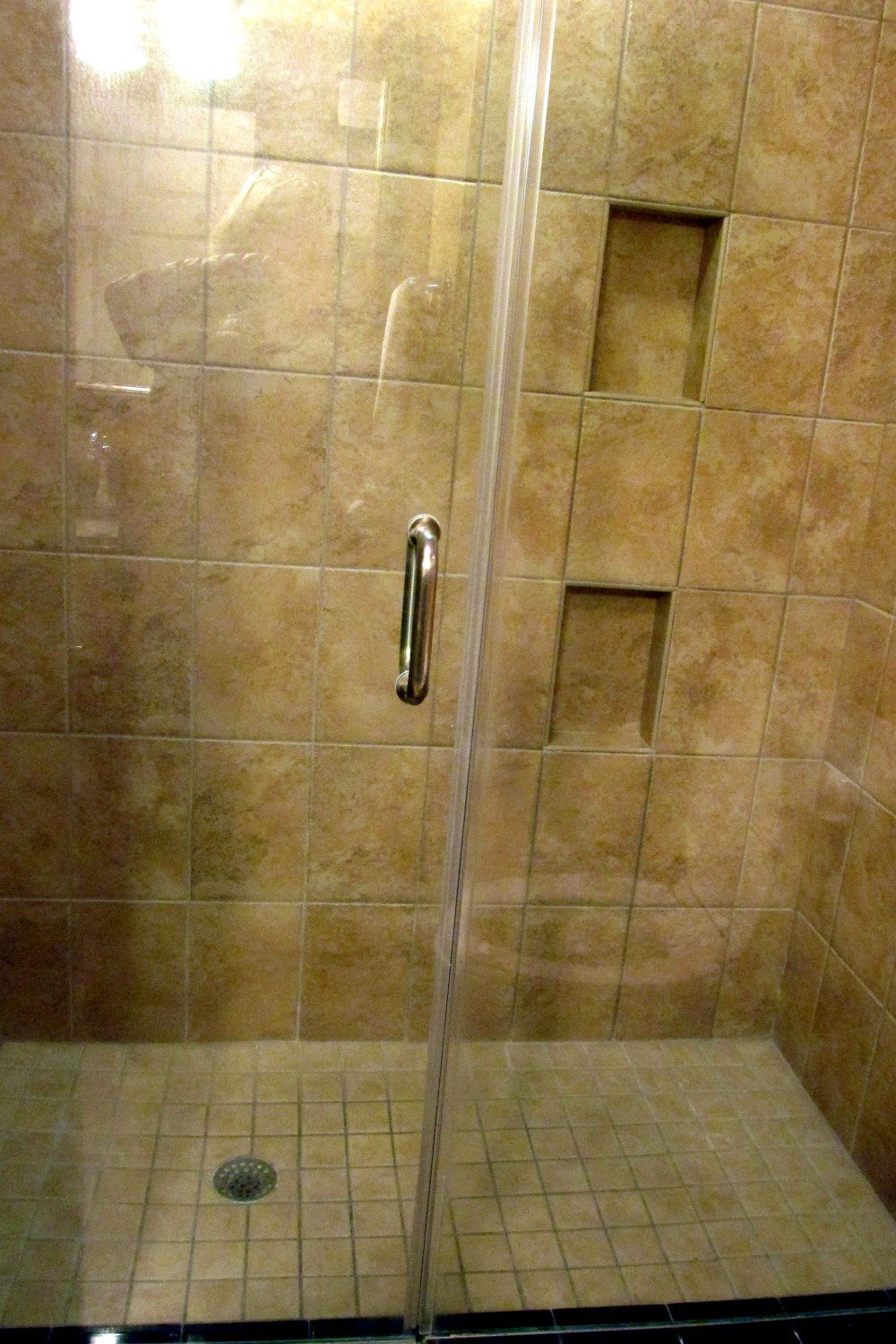 showerbathroomHIXSavannahGA17Dec2016