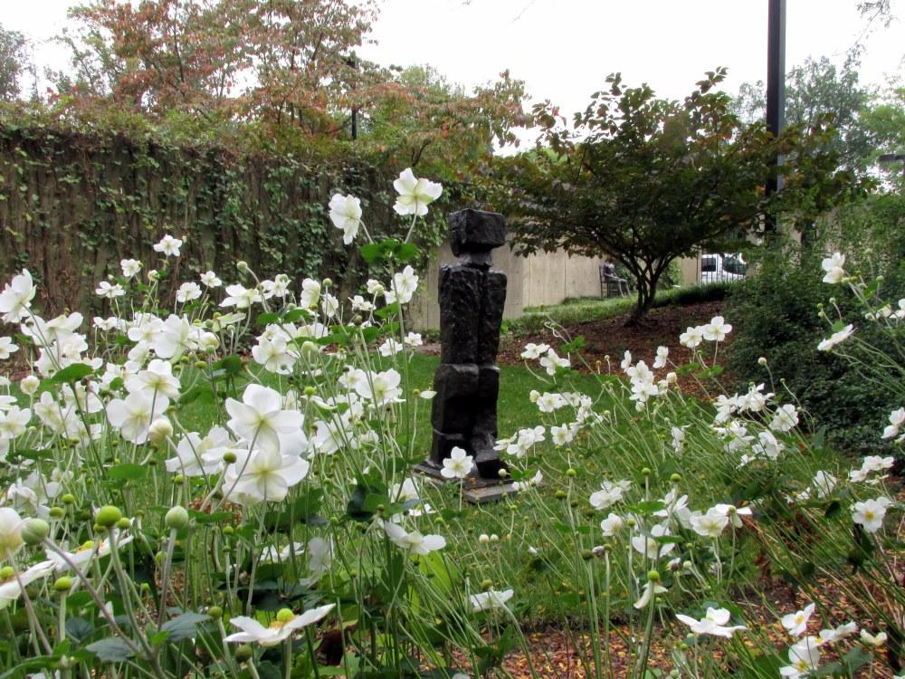 statuewhiteanemonesSculptureGardenBMABaltimoreMD15Oct2017