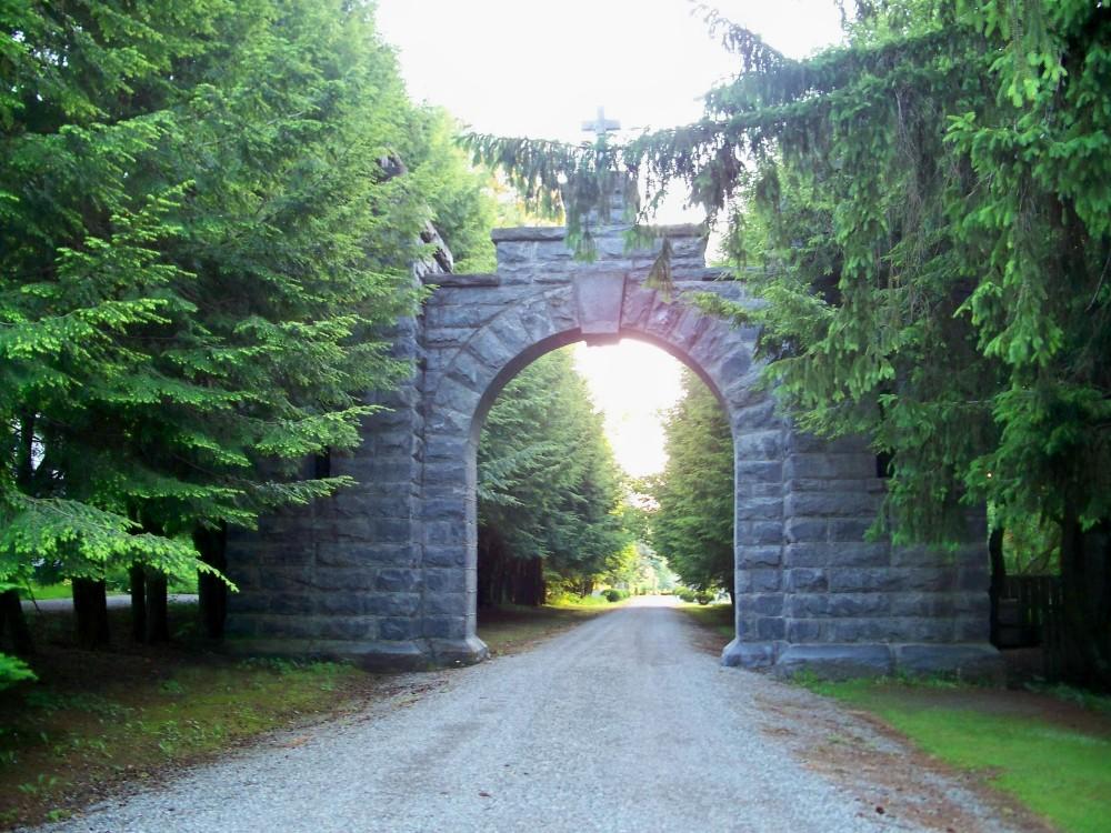 stockbridgecemeteryarchway