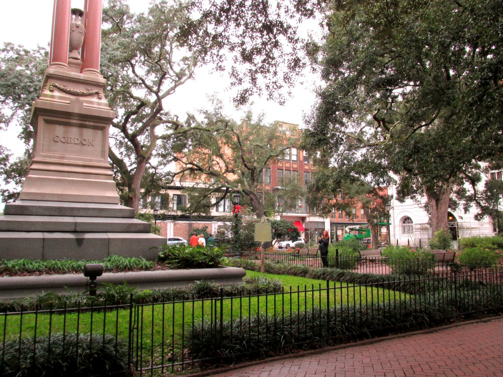WilliamWashingtonGordonstatueinWrightSquareSavannah1Jan2016
