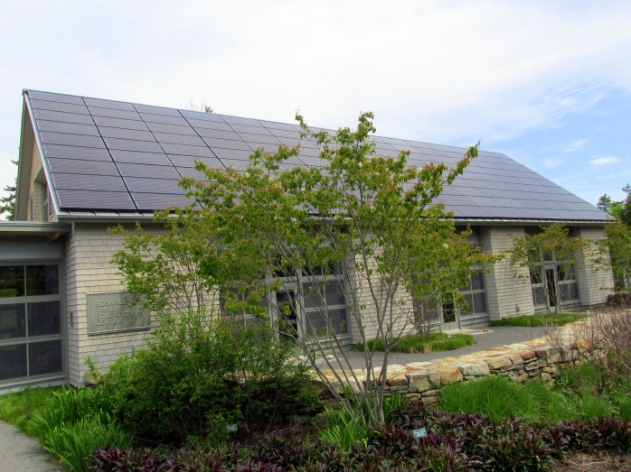 solarpanelsoneducationcenterCMBG26May2014