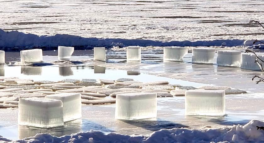 iceblocksinnerlightbrightclearKezarLakeSuttonNH4Feb2019.jpg